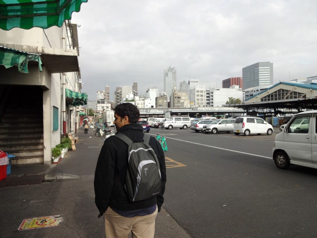 Walking around the empty Tsukiji market